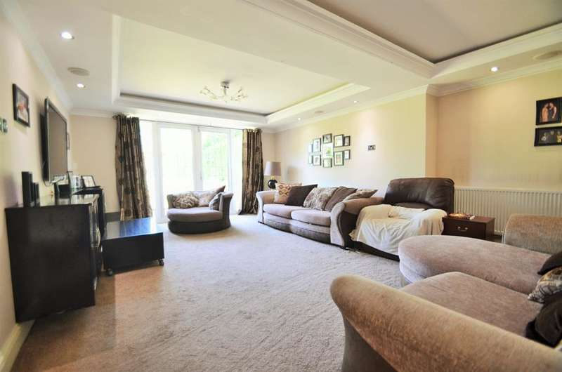 6 Bedrooms Detached House for sale in Richings Way, Richings Park, Bucks, SL0 9DA