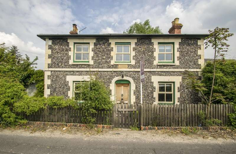 3 Bedrooms Detached House for sale in Goring, Reading, RG8