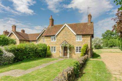 3 Bedrooms Detached House for sale in Abbey Square, High Street, Turvey, Bedford