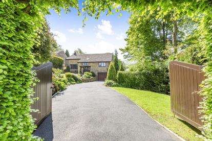 6 Bedrooms Detached House for sale in Beaver Close, Wilpshire, Ribble Valley, Lancashire