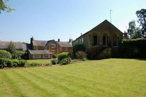 4 Bedrooms Property for sale in Church Street, Boughton, Northampton NN2 8SG