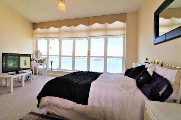 2 Bedrooms Apartment Flat for rent in Carmichael Avenue, Greenhithe, DA9