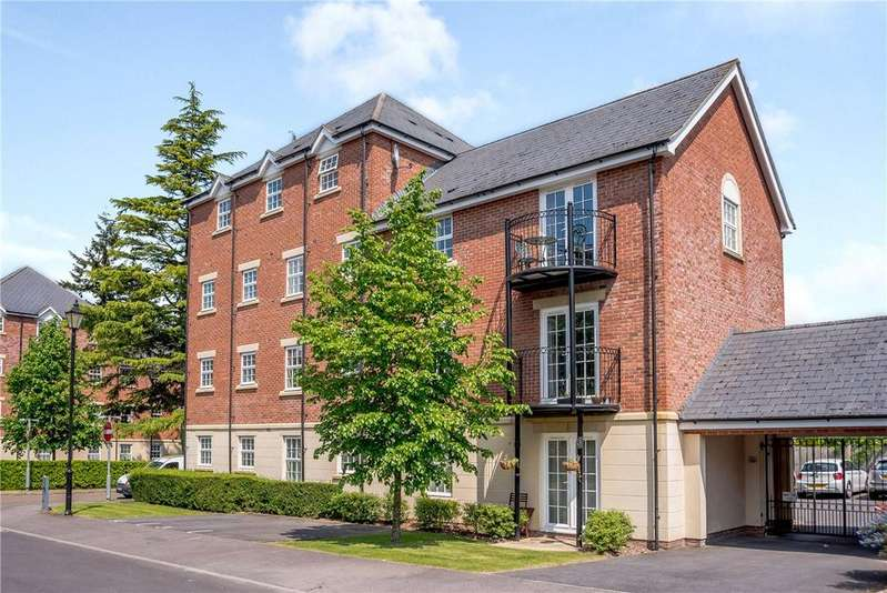 2 Bedrooms Apartment Flat for sale in Stephenson Court, Old College Road, Newbury, Berkshire, RG14