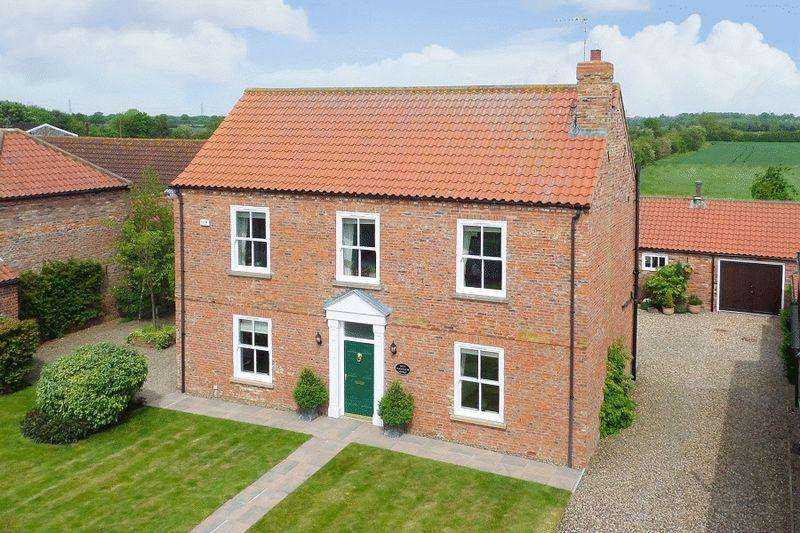 4 Bedrooms House for sale in Moat Farmhouse, Gribthorpe, East Riding of Yorkshire