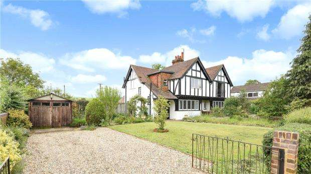 3 Bedrooms Semi Detached House for sale in Frogmill Cottages, Frogmill, Hurley