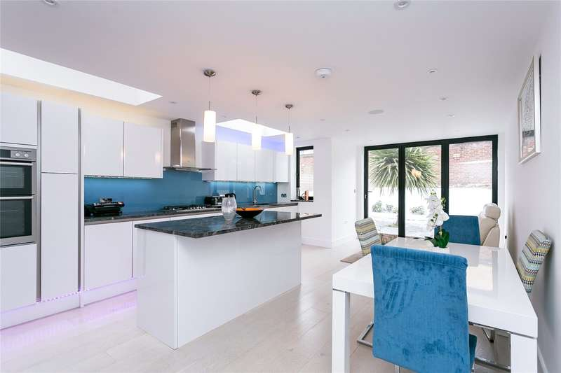 5 Bedrooms Terraced House for sale in Kingswood Road, London, SW2