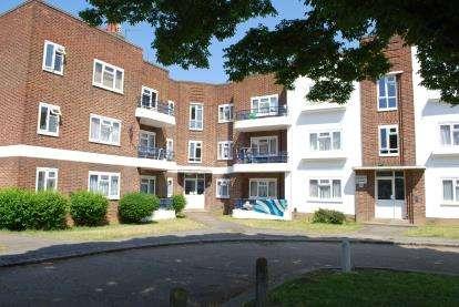 3 Bedrooms Flat for sale in Elthorne Court, Church Lane, Kingsbury, London