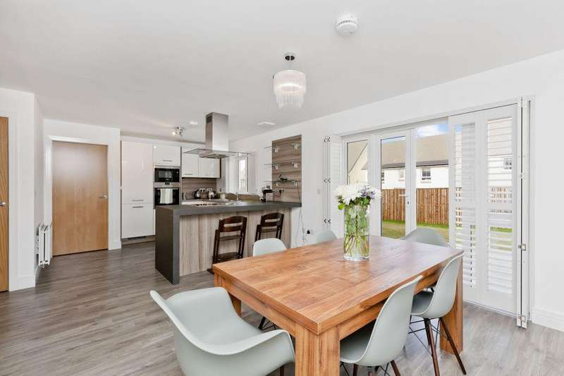 5 Bedrooms Detached House for sale in 50 Bellrock Park, Fairmilehead, EH10 6TY