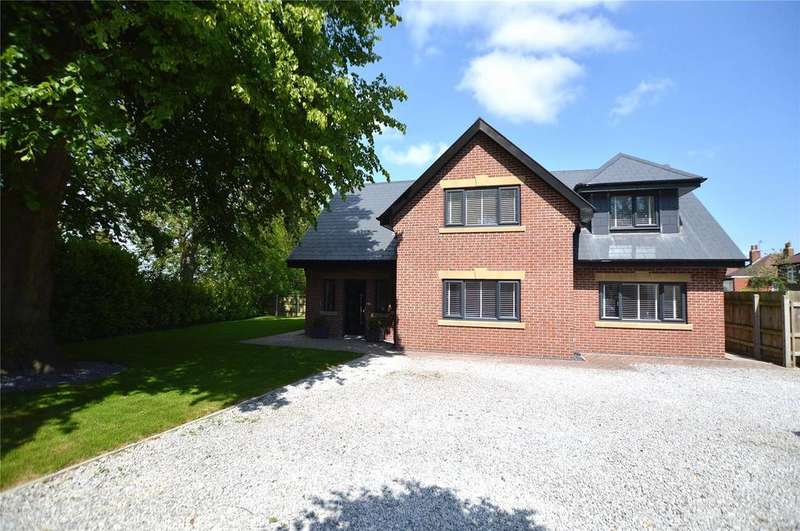 4 Bedrooms Detached House for sale in Park House, Elland Road, Churwell, Leeds