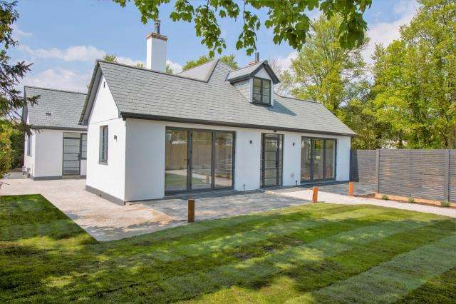 5 Bedrooms Detached House for sale in Trelights
