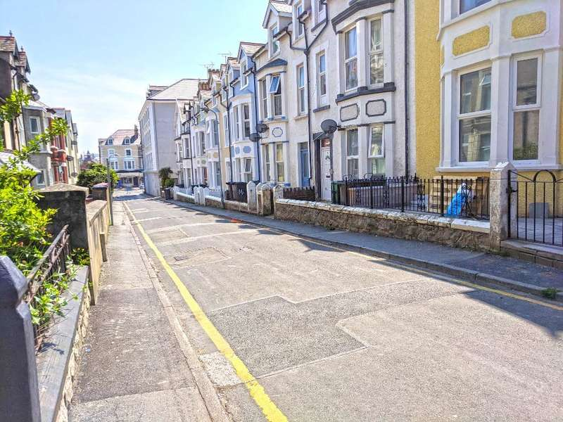 4 Bedrooms Terraced House for sale in Bod Hyfryd Road, Llandudno, Conwy, LL30 2DT