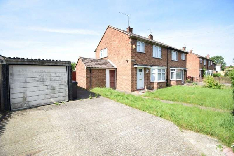 3 Bedrooms Semi Detached House for sale in Dawes Moor Close, Slough, SL2