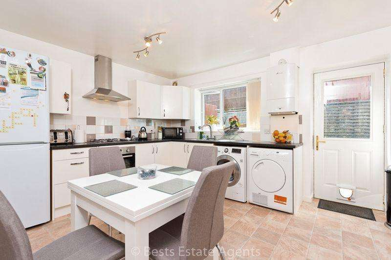 2 Bedrooms Semi Detached House for sale in Meadow Row, Castlefields, Runcorn