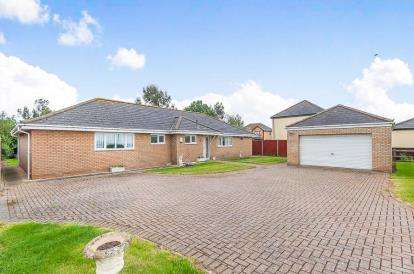 4 Bedrooms Bungalow for sale in March Road, Turves, Whittlesey, Peterborough