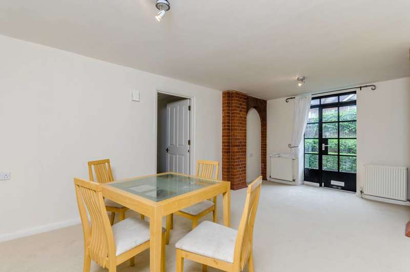 2 Bedrooms Flat for sale in St Aidan's Court, Ealing, W13