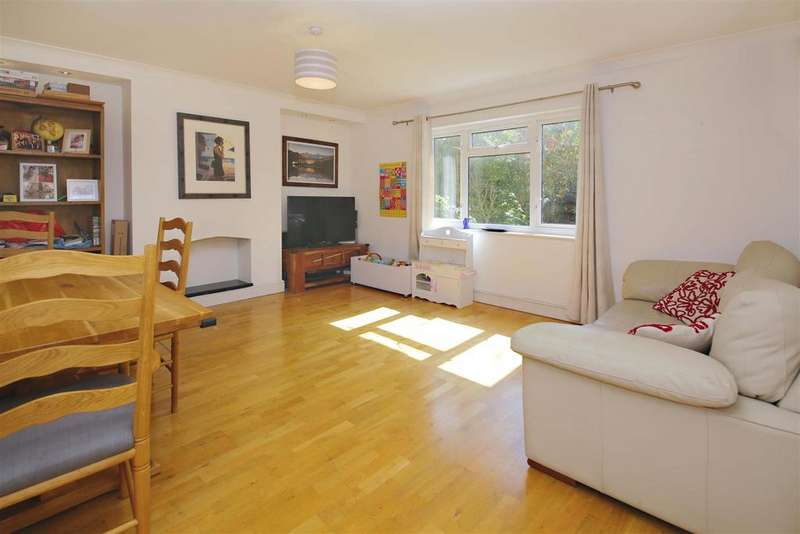 3 Bedrooms Maisonette Flat for sale in Cholmeley Park, Highgate, London, N6