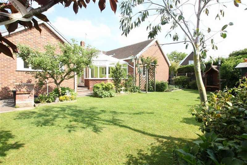 4 Bedrooms Detached Bungalow for sale in The Street, Mickle Trafford, Chester