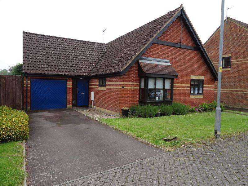 3 Bedrooms Detached Bungalow for sale in Sandringham Close, Whaplode