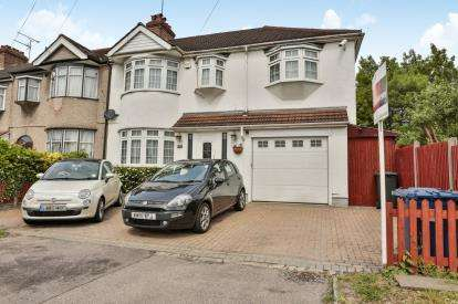 4 Bedrooms End Of Terrace House for sale in Mays Lane, Barnet