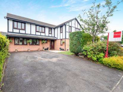 5 Bedrooms Detached House for sale in Swallow Close, Carrbrook, Stalybridge, Greater Manchester