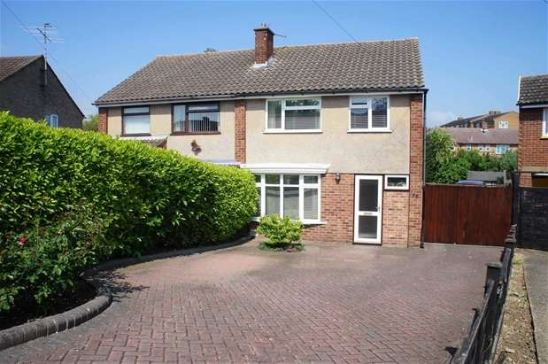 3 Bedrooms Semi Detached House for sale in Cotswold Close, Bedford