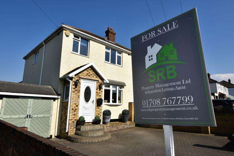 3 Bedrooms Semi Detached House for sale in Lawns Way, Romford RM5