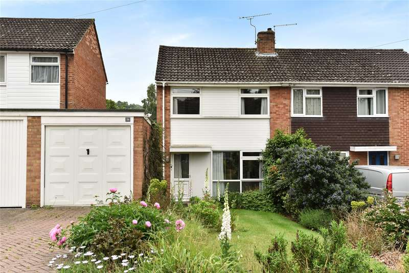 3 Bedrooms Semi Detached House for sale in Cheviot Road, Sandhurst, Berkshire, GU47