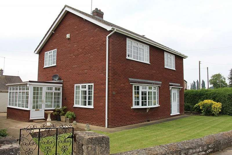 3 Bedrooms Detached House for sale in Hall Street, Crowland, Peterborough