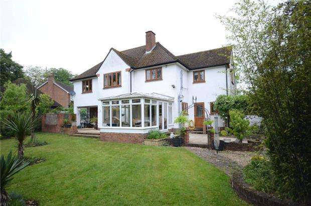 4 Bedrooms Detached House for sale in Rectory Road, Wokingham, Berkshire