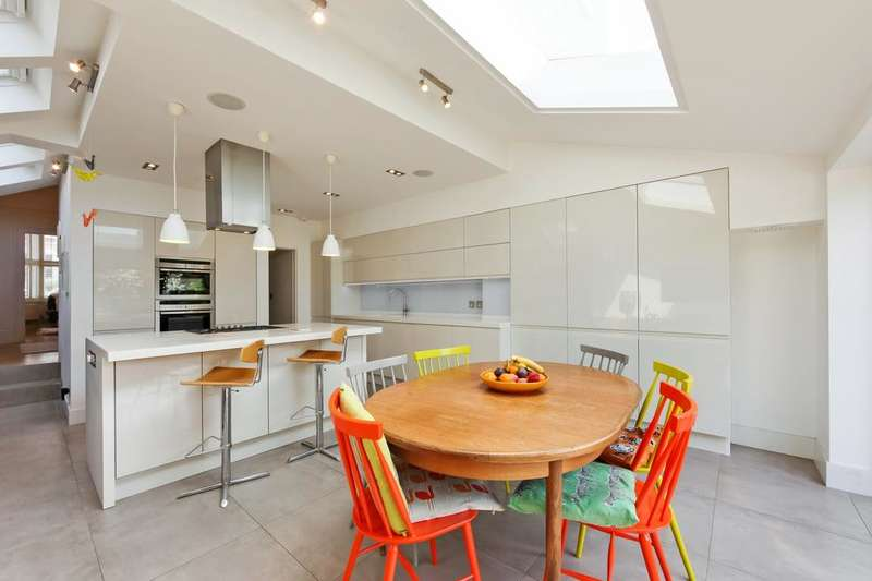 4 Bedrooms Terraced House for sale in Upland Road, London SE22