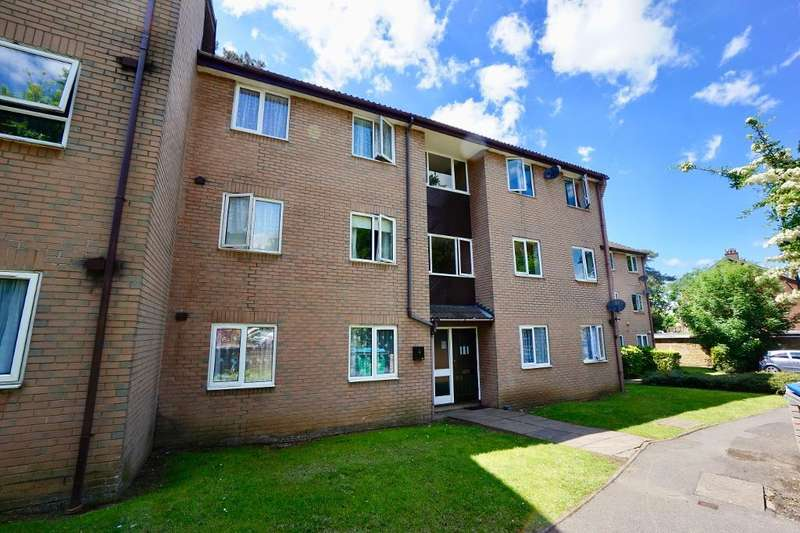 2 Bedrooms Flat for sale in The Oaks, Merryoak, Southampton, SO19 7RP