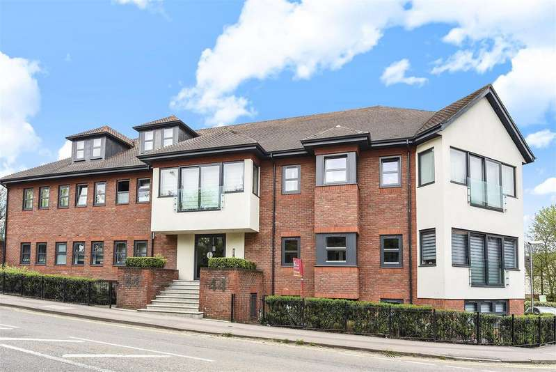 2 Bedrooms Apartment Flat for sale in Finchampstead Road, Wokingham, Berkshire RG40 2NN