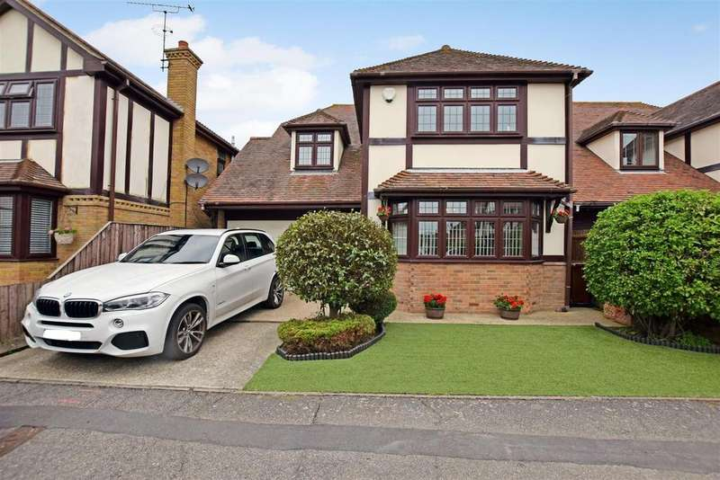 4 Bedrooms Detached House for sale in Thorpe Leas, Canvey Island