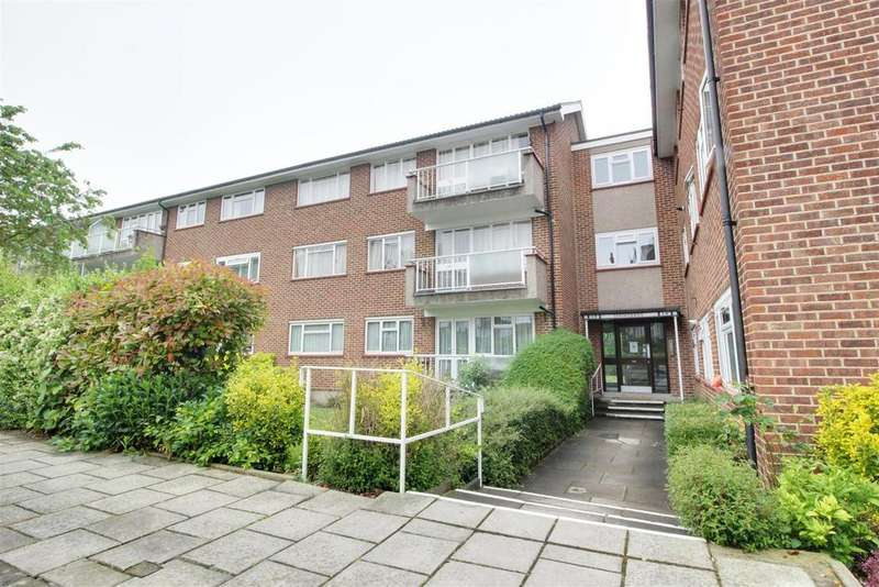 3 Bedrooms Flat for sale in Springbank, London