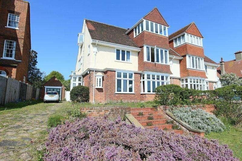 6 Bedrooms Semi Detached House for sale in Gunton Cliff, Lowestoft