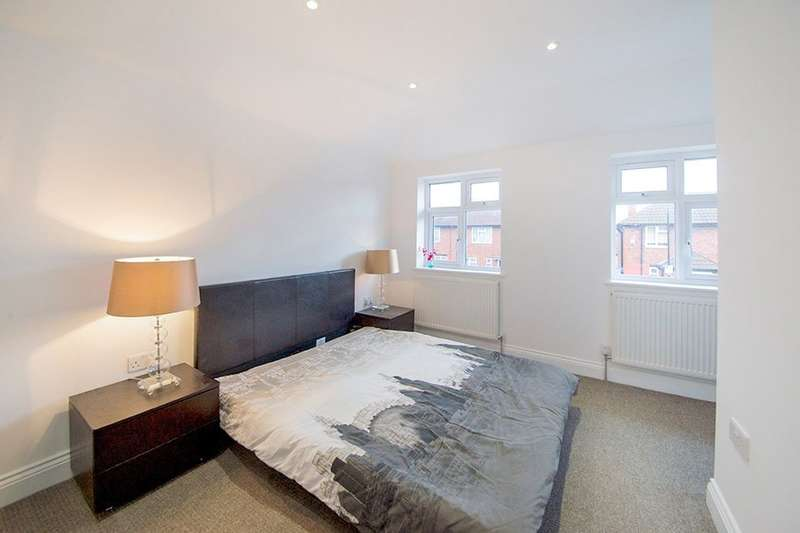 2 Bedrooms Property for sale in Godbold Road, London, E15