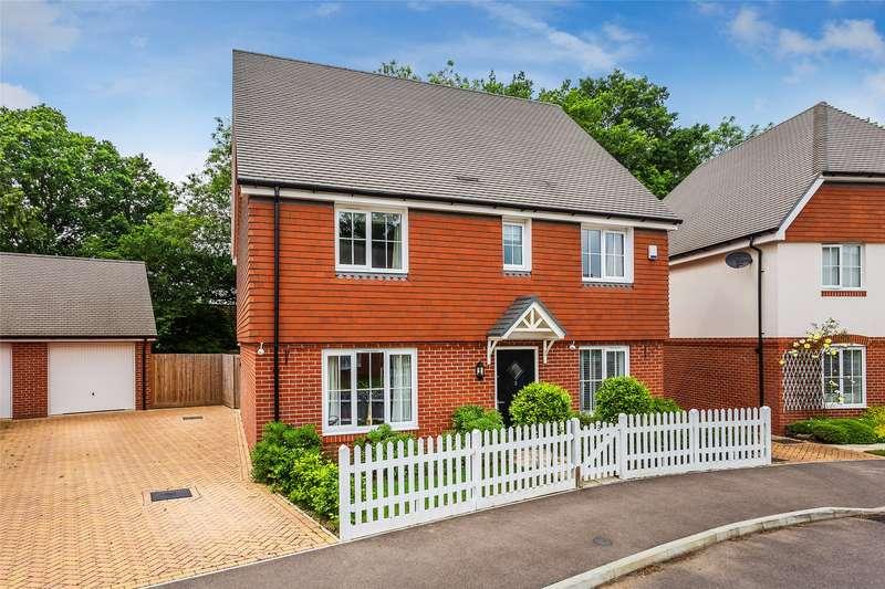 4 Bedrooms Detached House for sale in Langwood Drive, Horley, Surrey, RH6