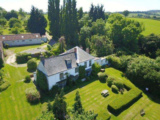6 Bedrooms Detached House for sale in With Two Holiday Cottages, Awre, NEWNHAM