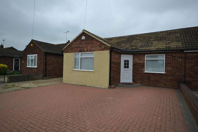 3 Bedrooms Semi Detached Bungalow for sale in Hearsall Avenue, Stanford-le-Hope, SS17