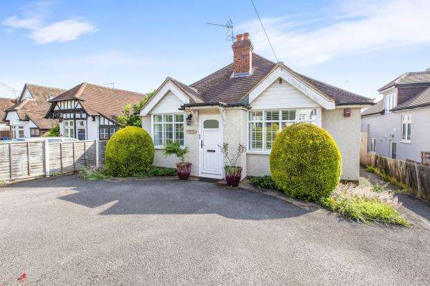4 Bedrooms Bungalow for sale in Maidenhead, Berkshire