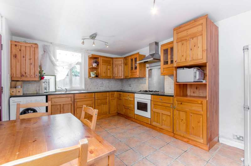 2 Bedrooms Flat for sale in Dames Road, Forest Gate, E7