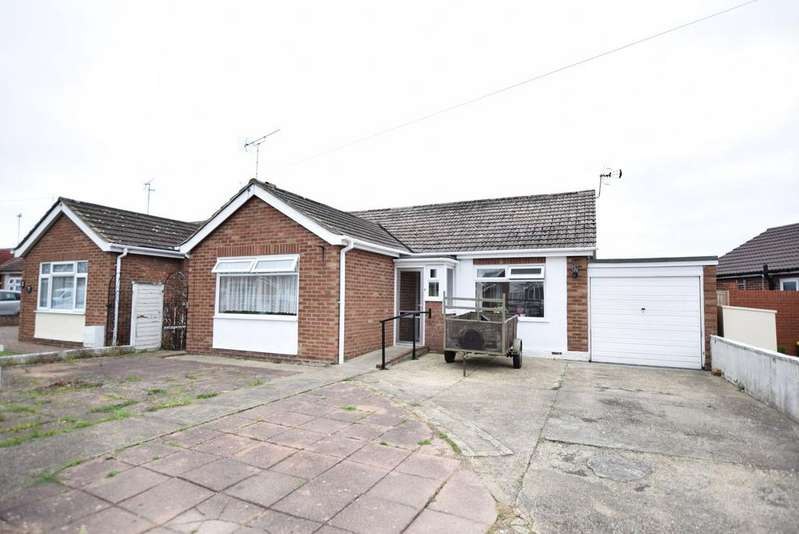 2 Bedrooms Detached Bungalow for sale in Frobisher Drive, West Clacton