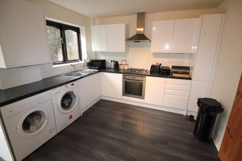3 Bedrooms Town House for sale in Harwood Street, Darwen