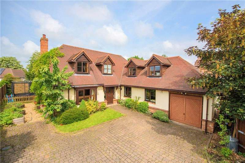 4 Bedrooms Detached House for sale in New Street, Shefford, Bedfordshire