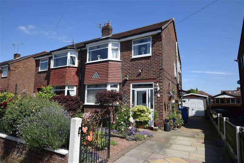 3 Bedrooms Semi Detached House for sale in Beech Road, Sale, M33