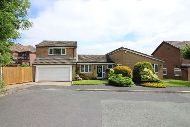 4 Bedrooms Detached House for sale in Whitebirk Close, Greenmount, Bury, BL8