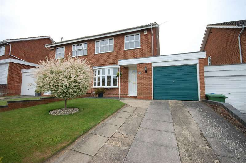 3 Bedrooms Semi Detached House for sale in Ashford Close, Aylesbury, Buckinghamshire