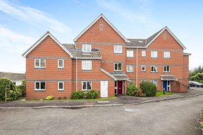 2 Bedrooms Flat for sale in Maudlin Drive, Teignmouth, Devon