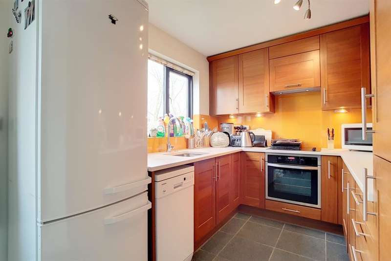 3 Bedrooms Terraced House for sale in Allendale Close, London, SE5 8SG