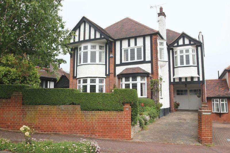 5 Bedrooms Detached House for sale in Mount Avenue, Westcliff-on-Sea